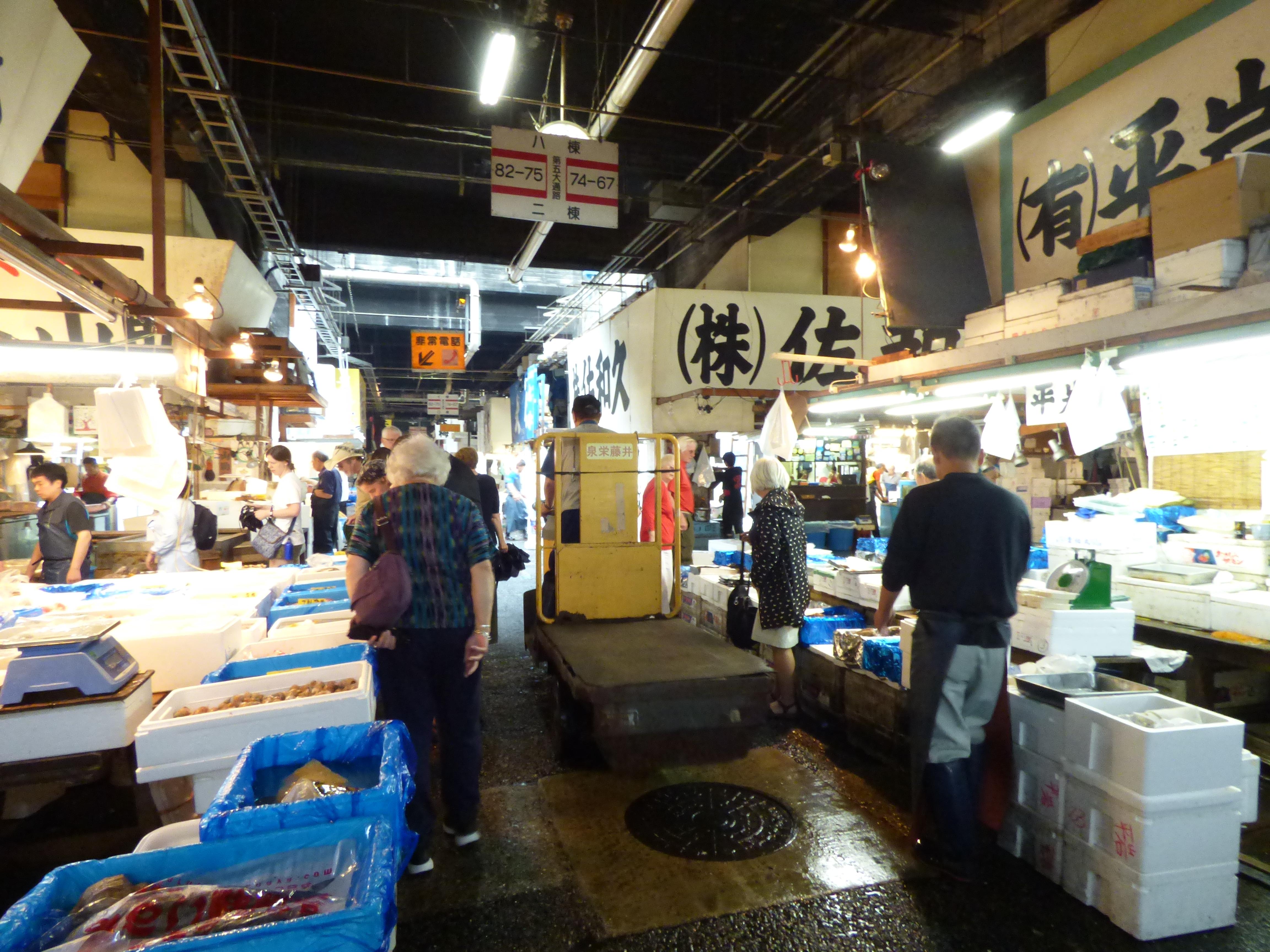 allée poissons tukiji marché couvert