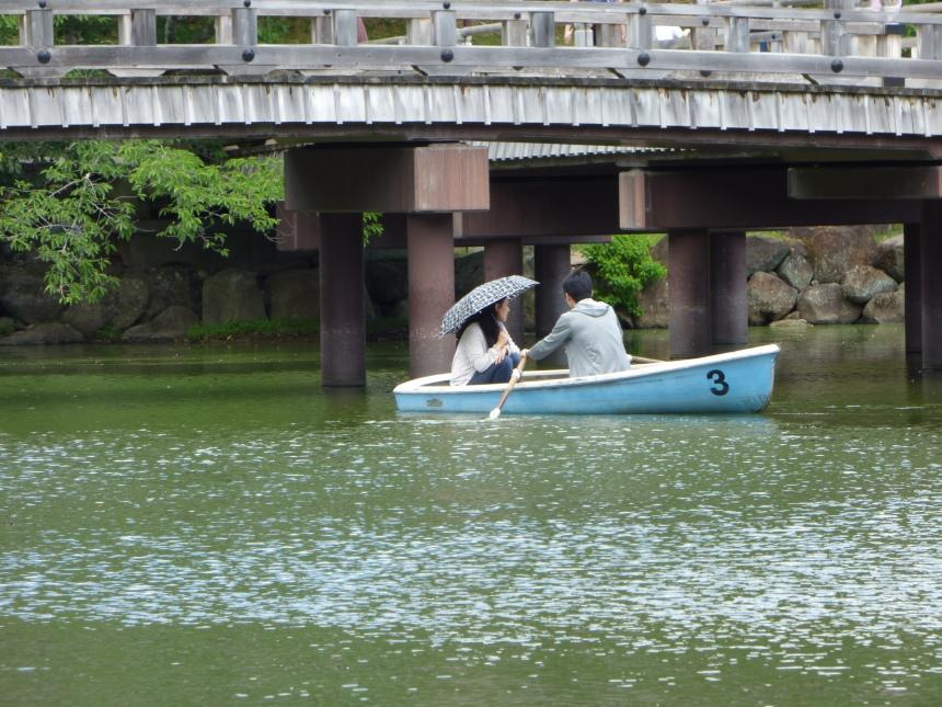 barque couple nara park