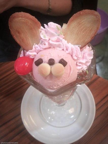 Ice cream maid café akihabara