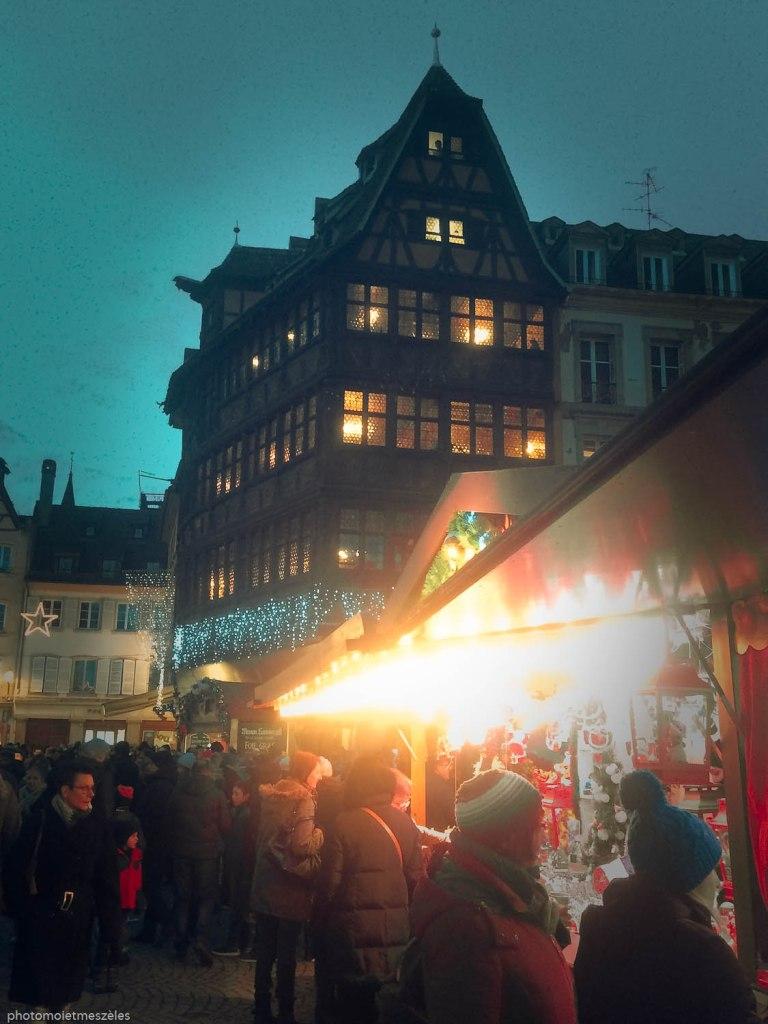 Marché de noel place de la cathédrale Strasbourg