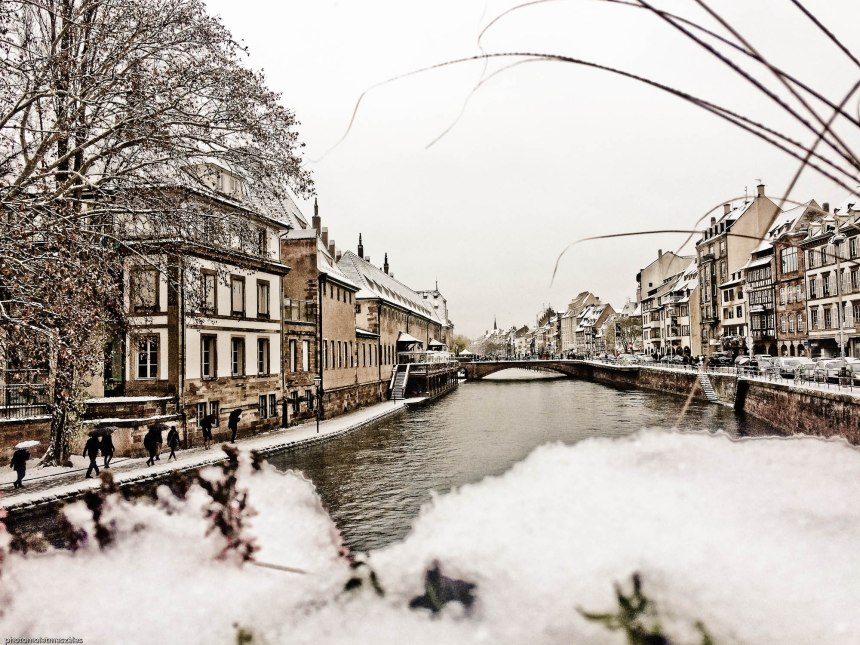 Quais des bateliers sous son manteau blanc Strasbourg