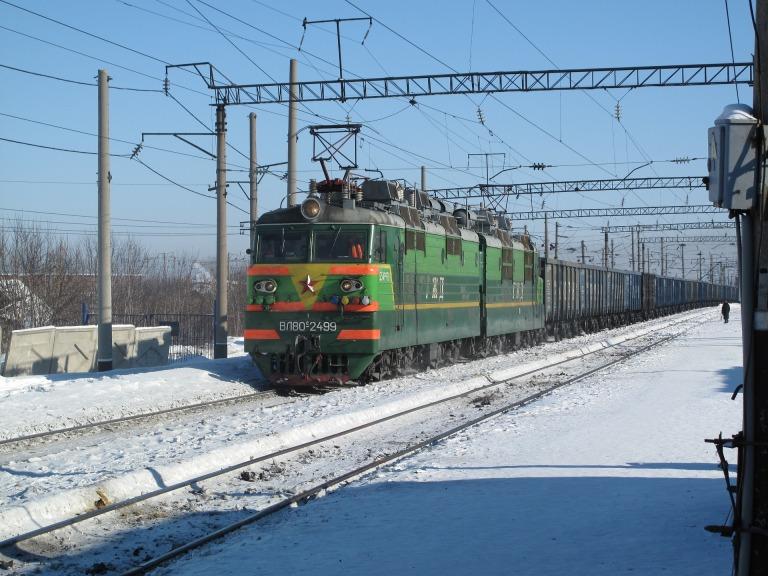 train-647288_1920